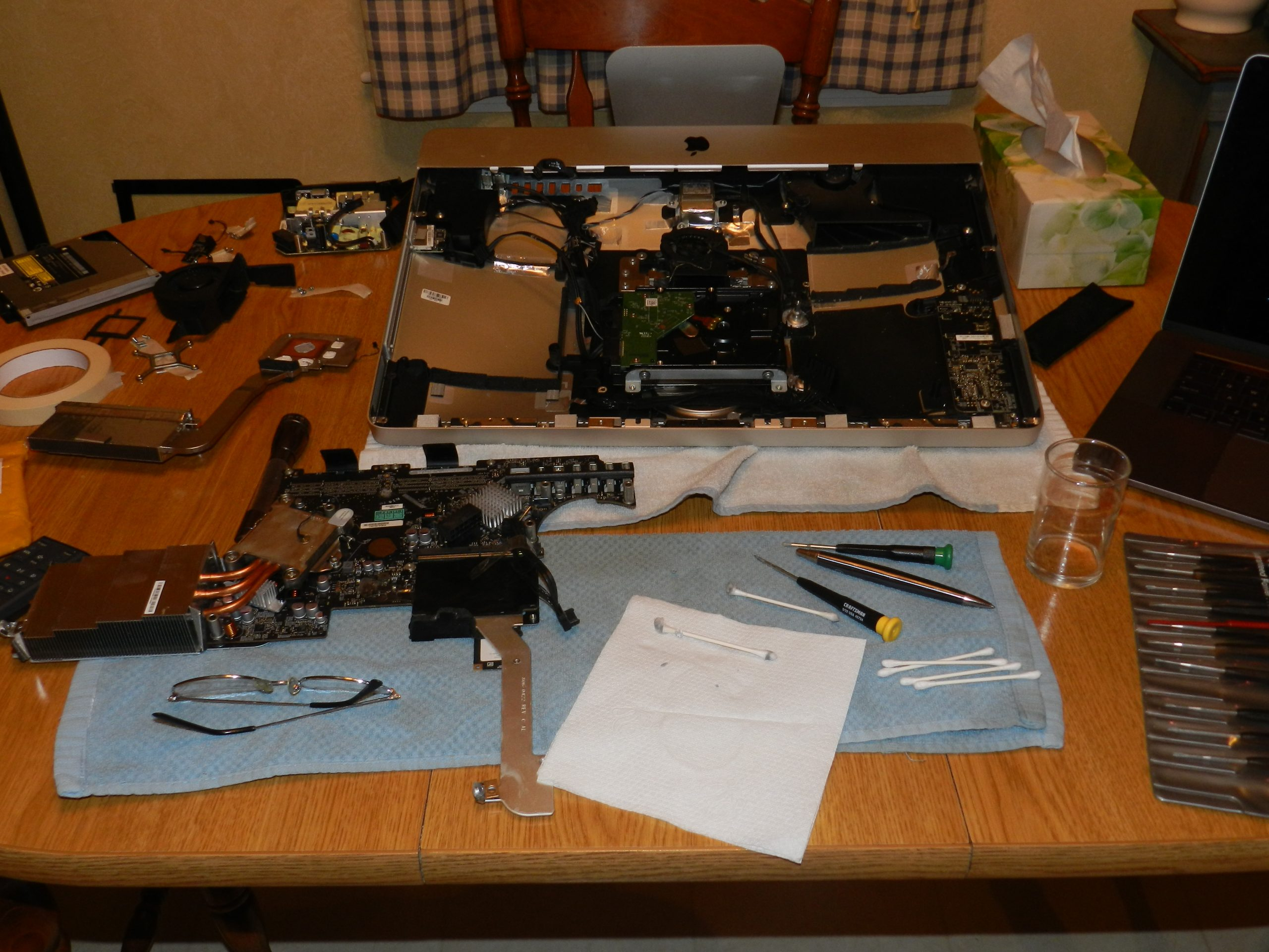 iMac Fully Disassembled to Bake a Failing Graphics Processor